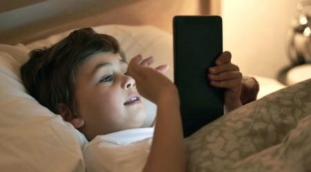 #5Tips Cambio de hora: ¿Quieres dormir mejor? No te vayas con el celular a la cama