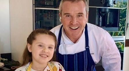 """Cocina con tus hijos: Receta de """"filetitos"""" de pollo con sésamo y mousse de manjar con merengue"""