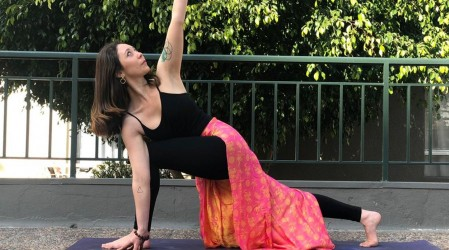 Comienza tu semana con yoga: Posturas para activar hombros y muñecas