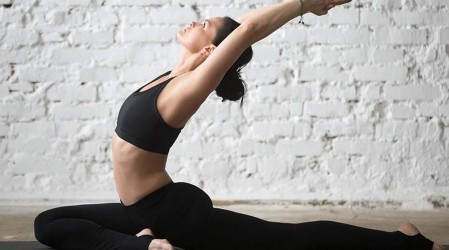 Comienza tu día con posturas de yoga para abrir y flexibilizar la cadera
