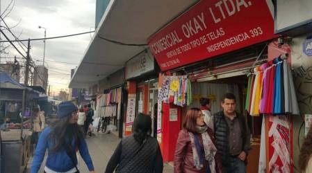 Largas filas para comprar telas en Independencia en su primer día en fase 2