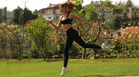 Gala comparte su rutina de ejercicios para tener un abdomen tonificado