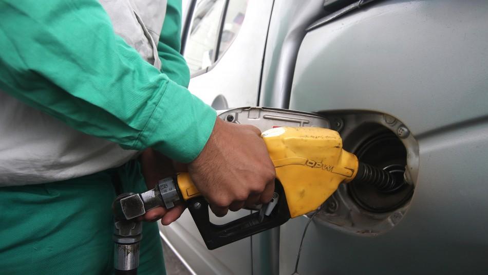 Aumenta el precio de las bencinas / Agencia Uno