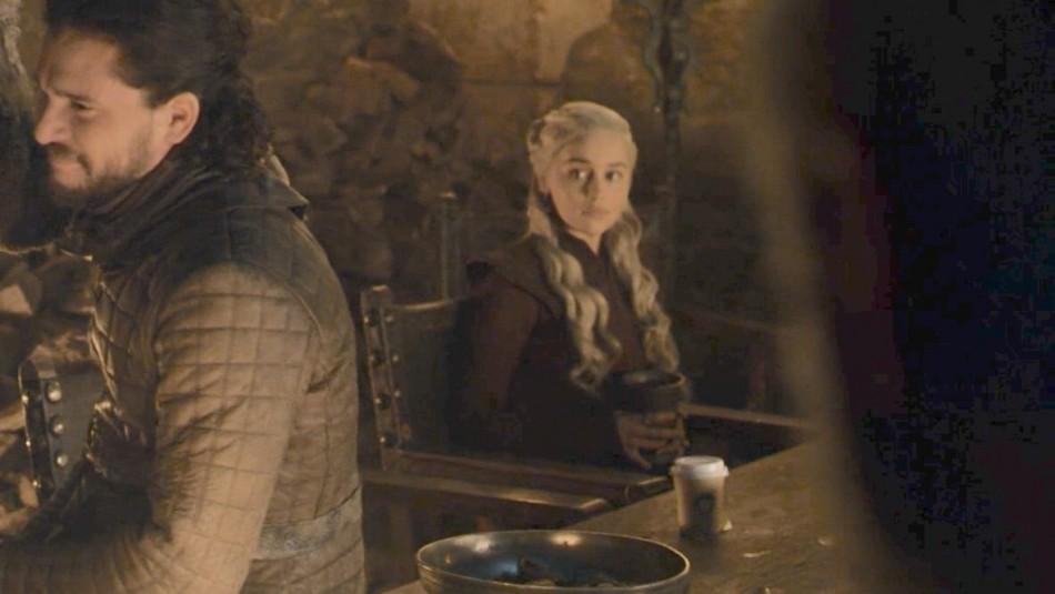 [VIDEO] ¡Mega Fail! Fanáticos descubren vaso de Starbucks en episodio de Game of Thrones