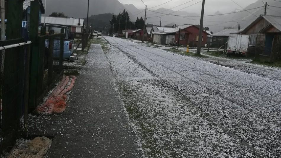 Sorprendente lluvia de granizos afecta a la comuna de Chaitén