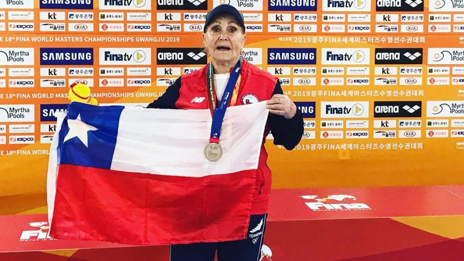 ¡Admirable! Chilena de 84 años bate récord en Mundial Máster de natación