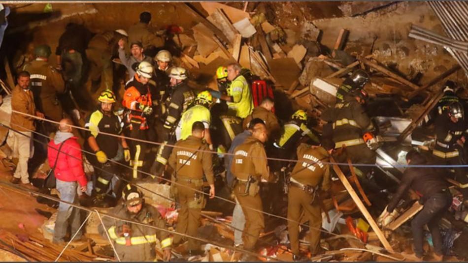 Derrumbe en Valparaíso: Dos niños fueron rescatados desde los escombros