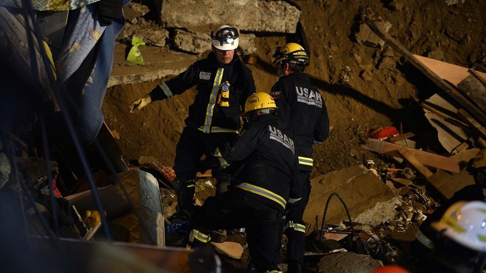 Derrumbe en Valparaíso: Familiares señalan que cerca de 11 personas vivían en la casa