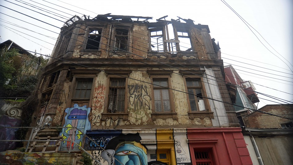 Alrededor de 100 viviendas con orden de demolición siguen habitadas en Valparaíso