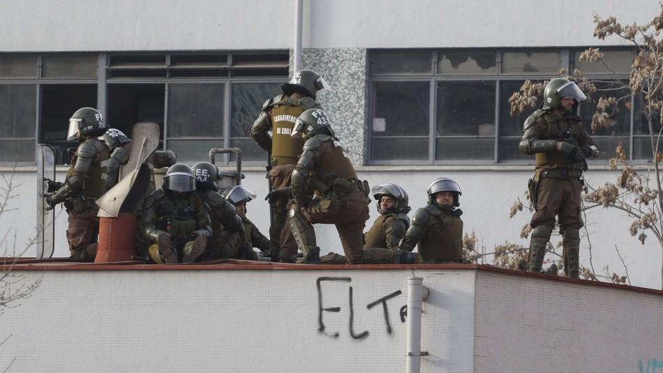 Alessandri: Prefiero a Carabineros en el techo del IN que los hechos de violencia