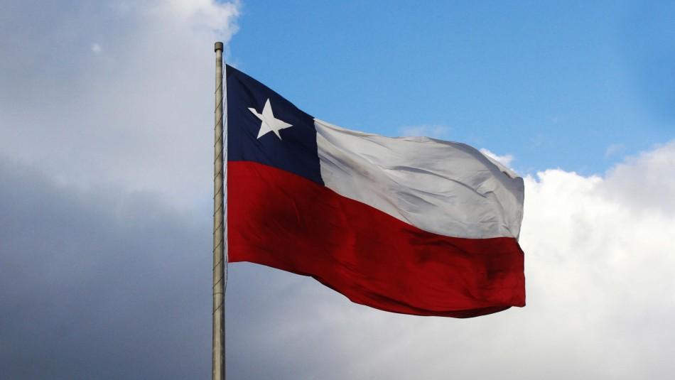 Fiestas Patrias:  ¿Cómo se debe izar la bandera chilena de manera correcta?