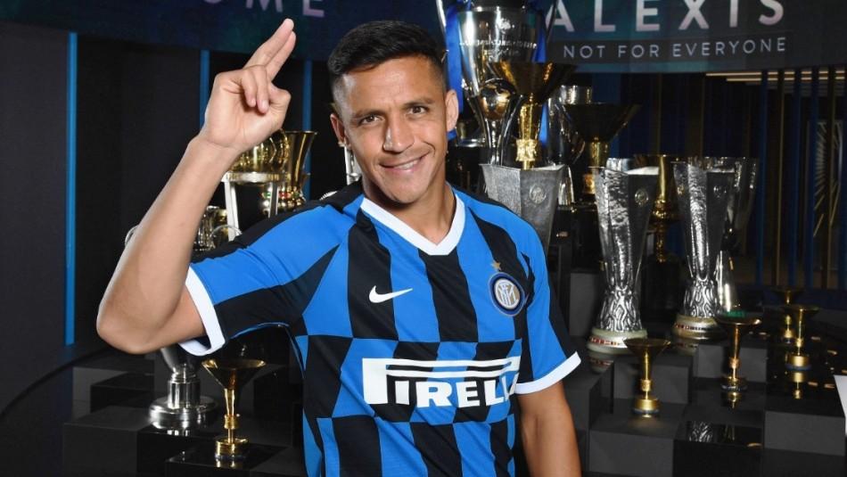 Alexis Sánchez es ovacionado por hinchas en presentación de nueva camiseta del Inter