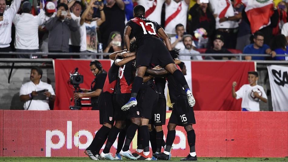 Perú festejó ante Brasil.