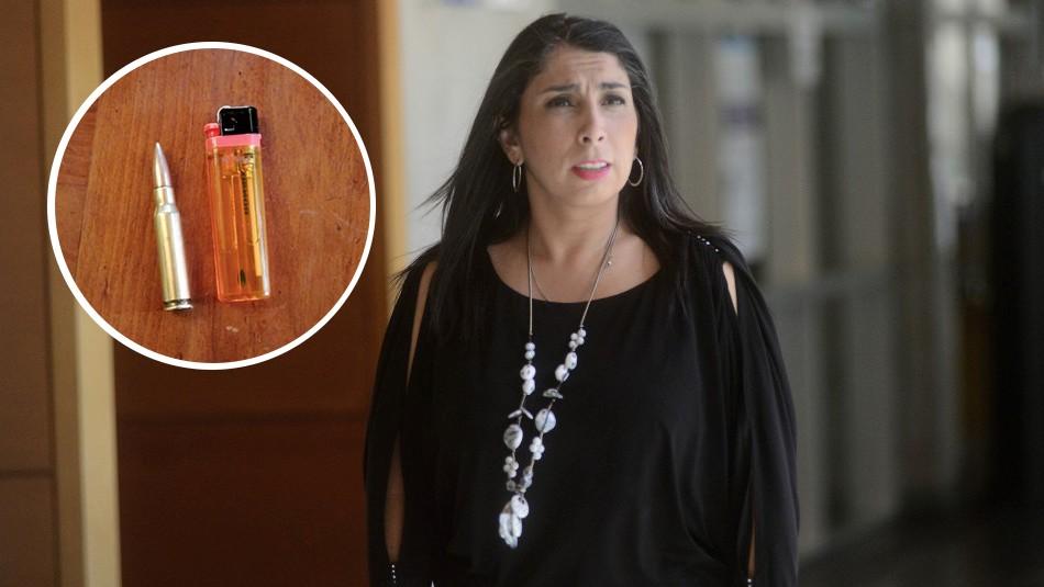 Una bala, encendedor y panfletos: Llega paquete sospechoso a la casa de Karla Rubilar