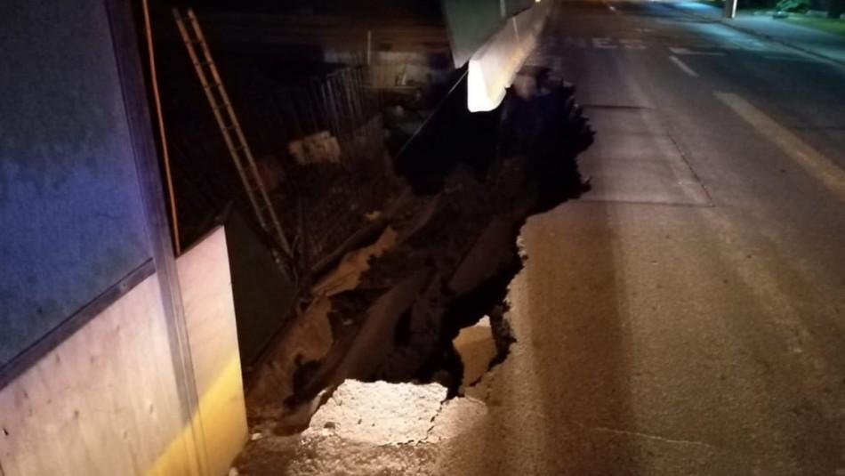 Socavón en obras de autopista Américo Vespucio mantiene tránsito limitado
