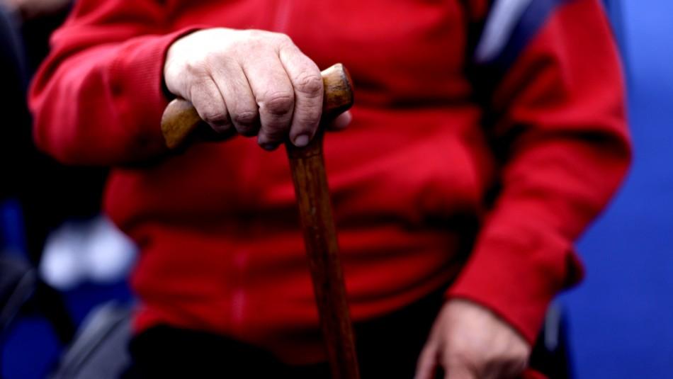 Gobierno propone rebajar contribuciones que pagan adultos mayores