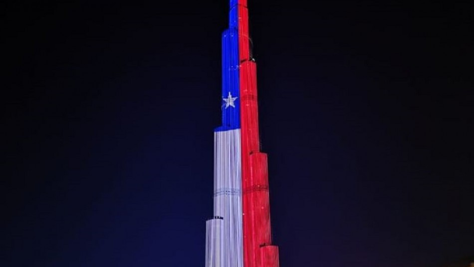 ¡Homenaje! Edificio más alto del mundo se iluminó con los colores de Chile