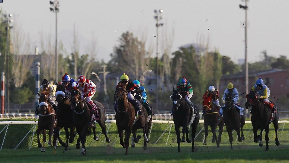 Dos jinetes lesionados y dos caballos muertos deja accidente en carrera a la chilena
