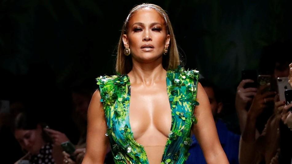 Jennifer Lopez vuelve a lucir el modelo que colapsó internet (19 años después)