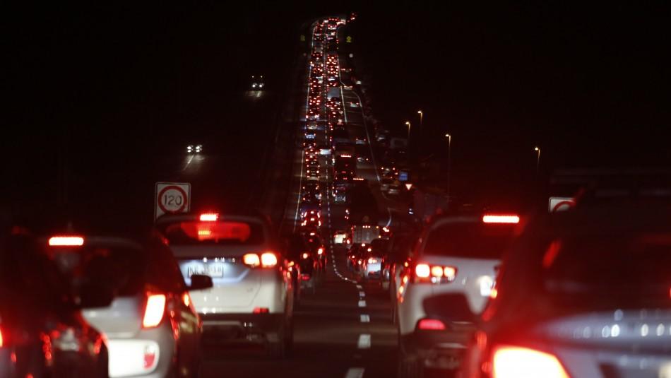 Reportan gigantesca congestión vehicular en principales rutas hacia Santiago