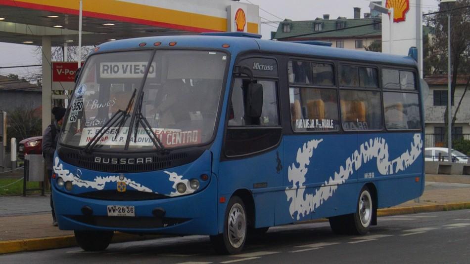 Chillán: Video muestra cómo conductor de micro ayudó a salvar la vida de un pasajero