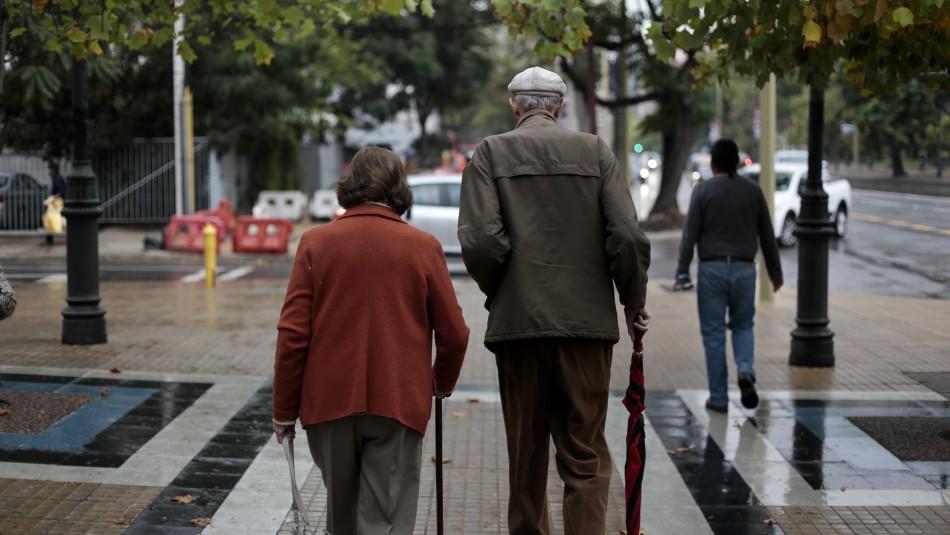 Rebaja de contribuciones beneficiaría a 200 mil adultos mayores con deudas