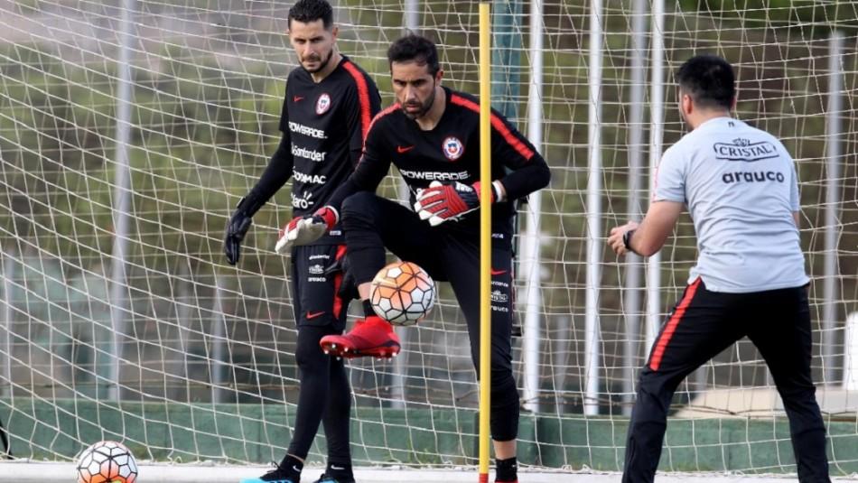 Vidal, Bravo y Medel se reencuentran en entrenamiento de la Selección Chilena