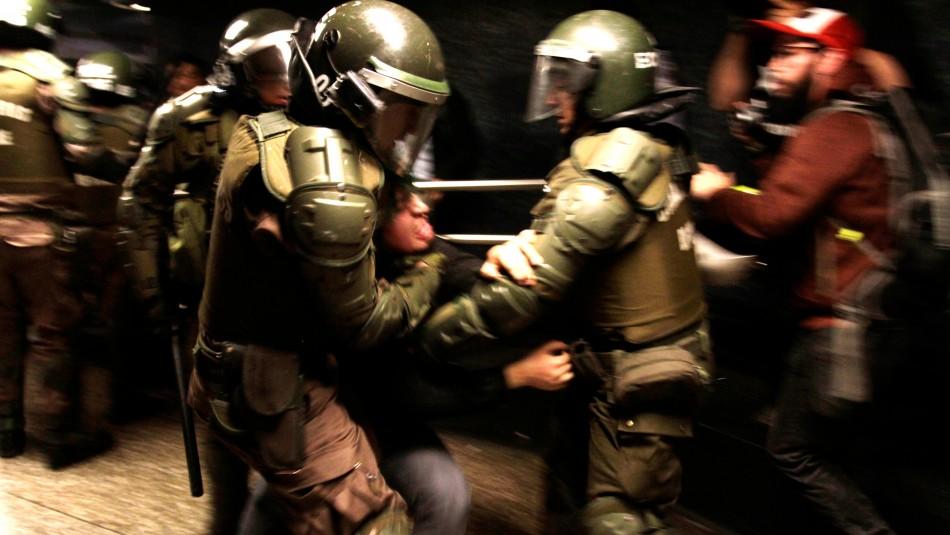 Evasiones masivas en Metro dejan más de 50 detenidos y millonarios daños