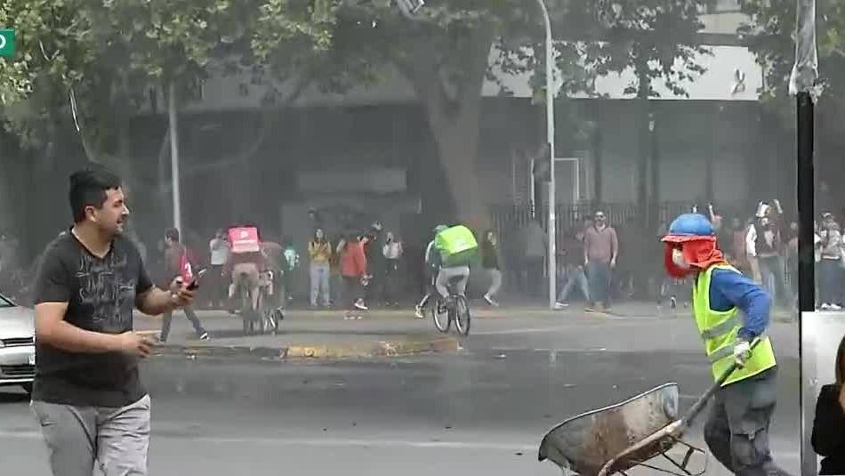 Cientos de personas protestan en Plaza Italia y distintos puntos de Santiago