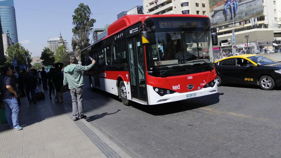 Transantiago dispone servicios especiales para cubrir tramos del Metro durante este fin de semana