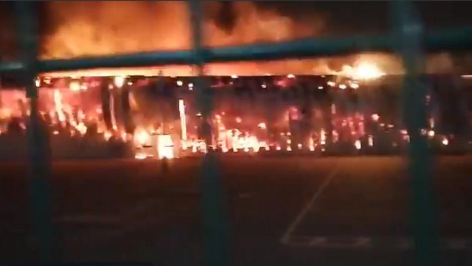 Gran incendio consume a supermercado en la comuna de Pudahuel