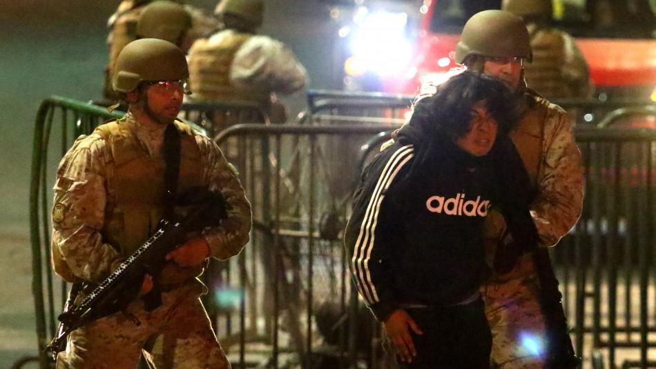 Incidentes en Santiago: INDH denuncia vejaciones sexuales y malos tratos por Fuerzas de Orden