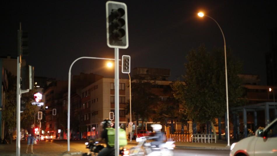 Más de 12 mil clientes se encuentran sin luz en Santiago