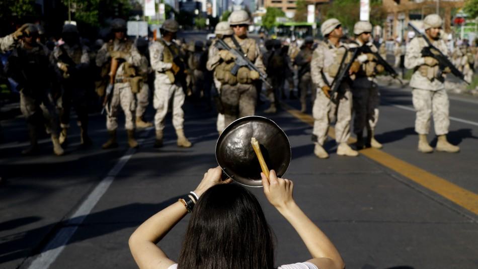 Registran incidentes con militares en marcha por avenida Apoquindo en Las Condes
