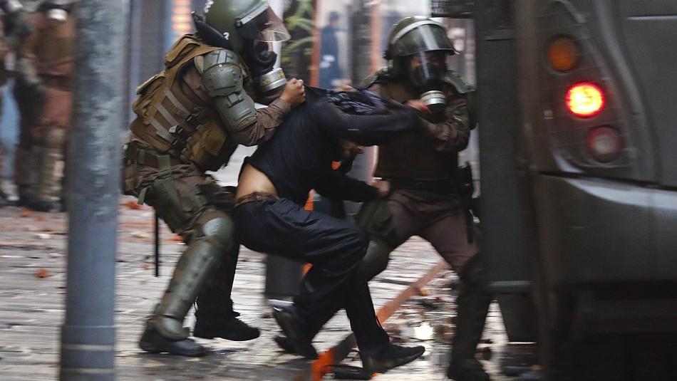 INDH se querella contra carabineros y militares por violencia policial durante protestas