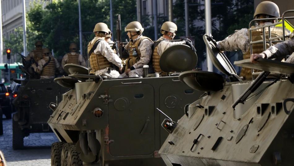Denuncian disparos de militares contra civiles al interior de viviendas en Las Condes