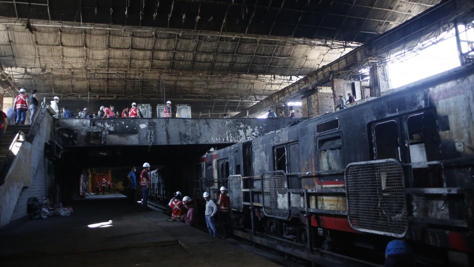 Metro de Santiago no tiene seguros contratados para sus estaciones ni sus trenes