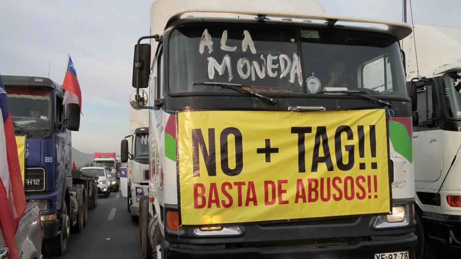 Conductores se movilizan por Santiago protestando por alto precio del TAG