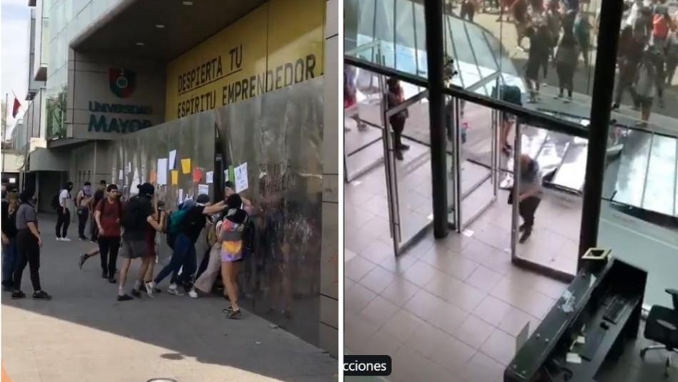 Destrozan barreras de seguridad en sede de la Universidad Mayor en Providencia