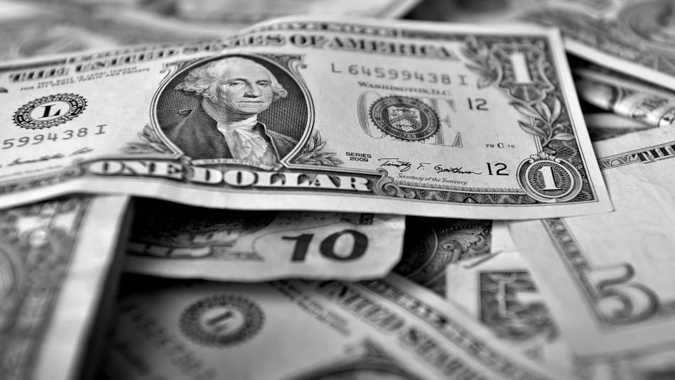 Dólar cierra nuevamente al alza y queda muy cerca su máximo valor histórico
