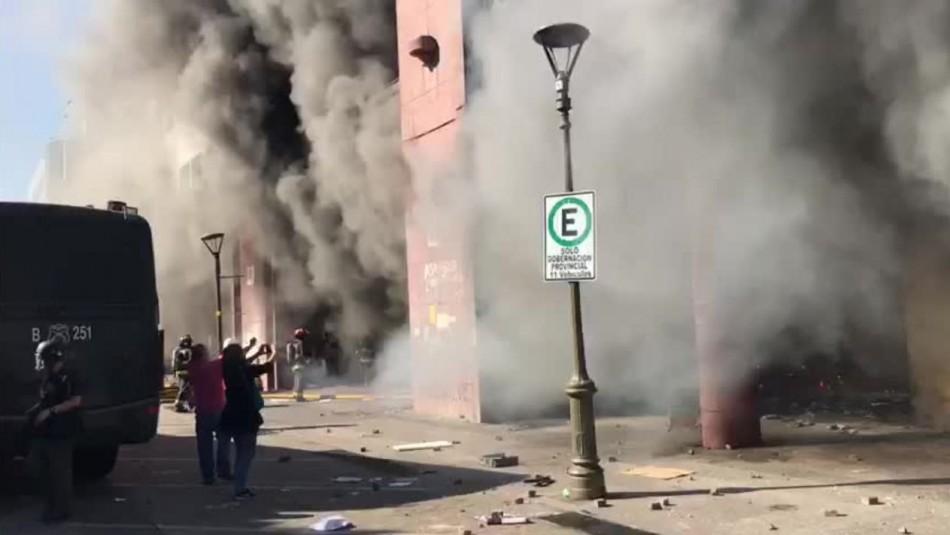 Incendio afecta gravemente a edificio de la gobernación de Concepción