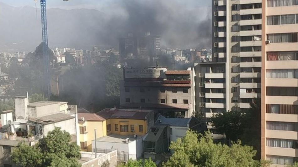 Incendio se registró en edificio en el sector de Plaza Italia