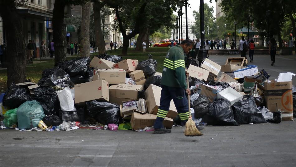 Paro indefinido de recolectores de la basura afecta a 42 comunas