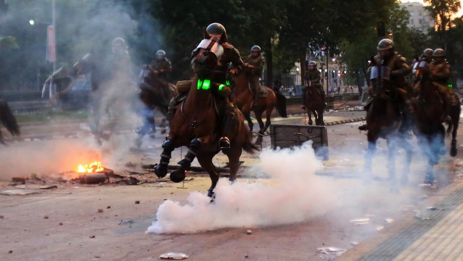 Colegio Médico Veterinario llama a Carabineros a no exponer a caballos durante manifestaciones