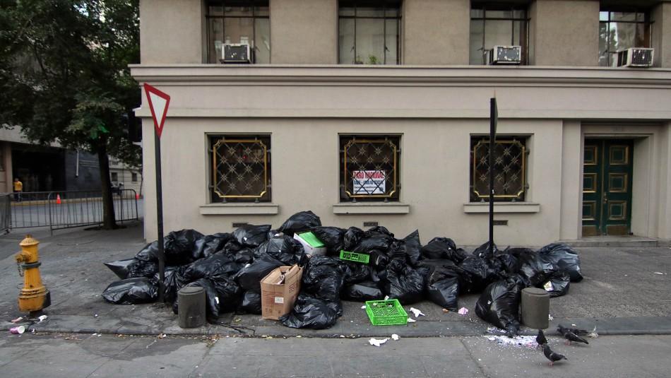 Recolectores de basura deponen el paro tras llegar a acuerdo con el Gobierno