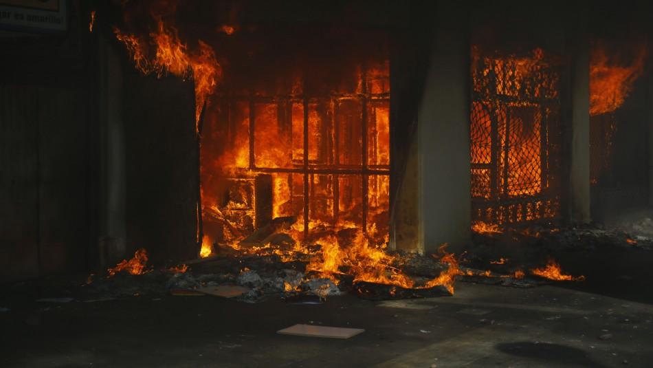 Municipio de La Florida entrega 2 millones de pesos a pymes afectadas por incendios