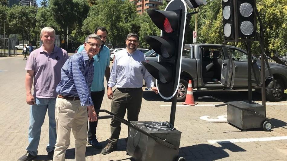 Joaquín Lavín implementará semáforos portátiles para reemplazar a los que fueron vandalizados