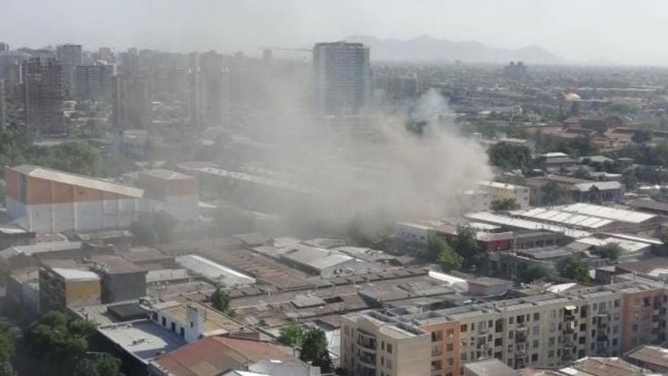 Se incendia edificio en la comuna de Santiago