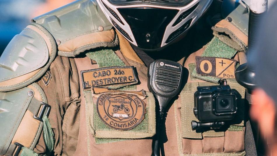 Contraloría oficia a Carabineros para responder por parches con apodos en sus uniformes