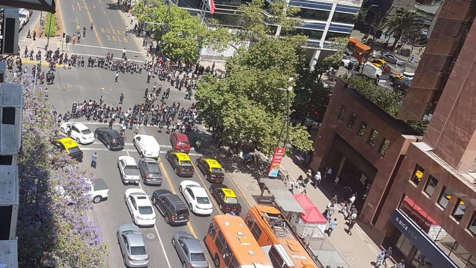 Manifestación de estudiantes interrumpe el tránsito en Providencia